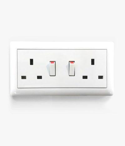 GIRA Standard 55 white glossy socket